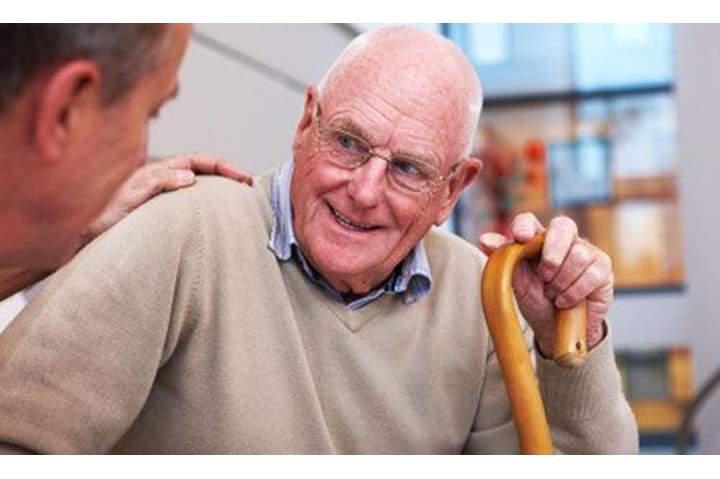 دراسة تحذر كبار السن من مخاطر هذه الفيتامينات على العظام